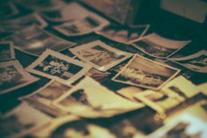 album-2974646_1920